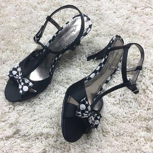 AMERICAN EAGLE NWT Black Polka Dot Bow Heels